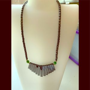 🧜🏾♀️🧜🏾♀️Handcrafted gray and green necklace
